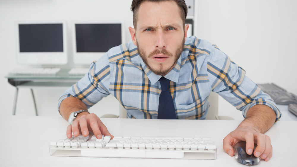 Hvor mange PC-skjermer trenger du på arbeidsplassen?