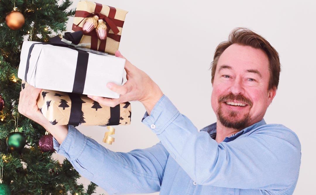 Sjefen deler ut julegaver som ikke er skattbare
