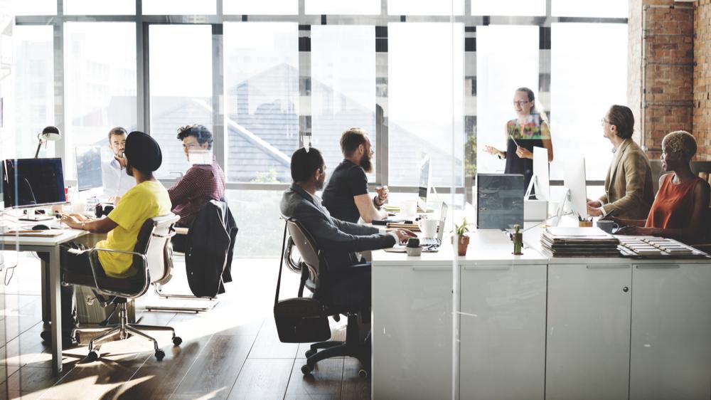 kontormøbler i åpent miljø